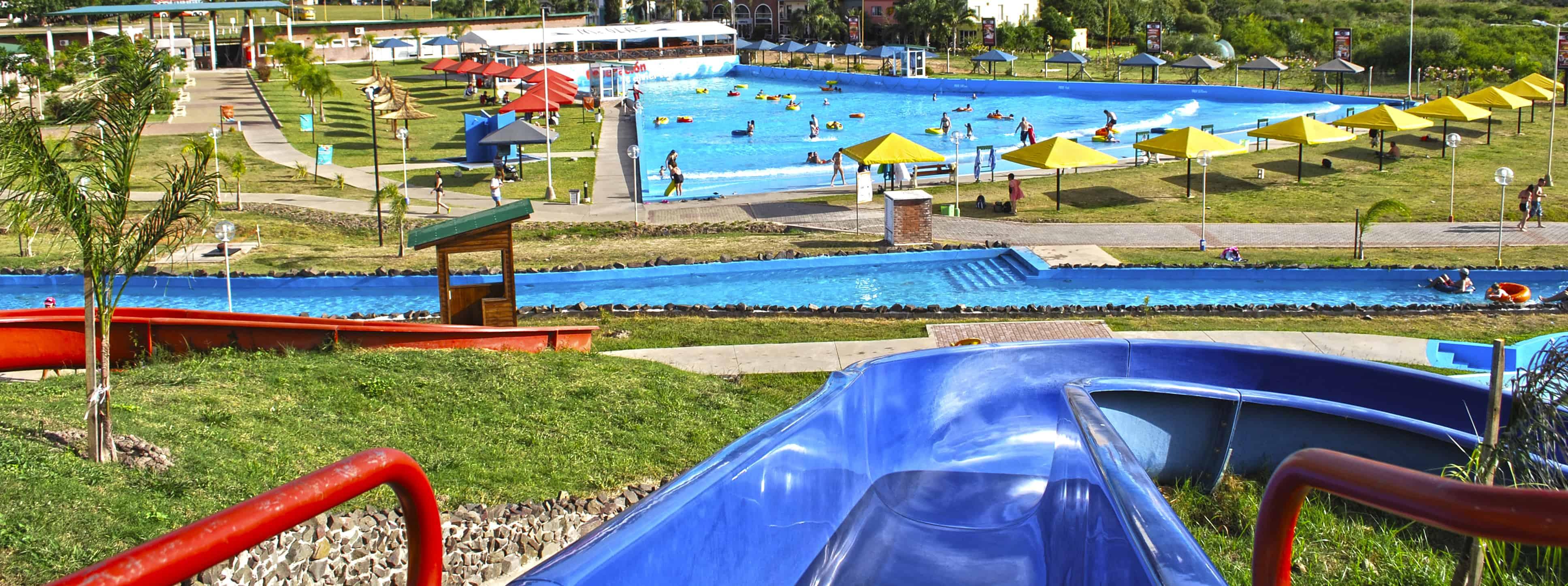 Vista de la piscina de olas de las Termas de Federación